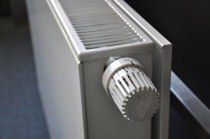 Un radiador incorporado con una válvula termostática.