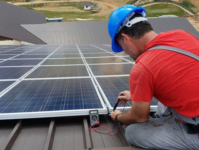 energia-solar-fotovoltaica-tecnico-instalacion